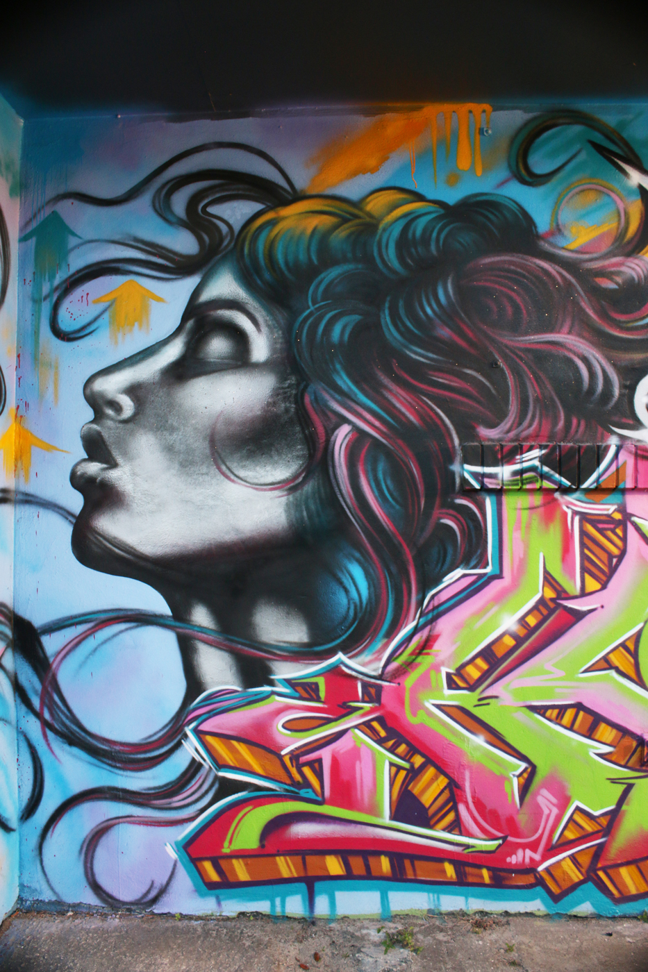 Graffiti artist aladdin paints in wynwood miami danny dillon shampology wall